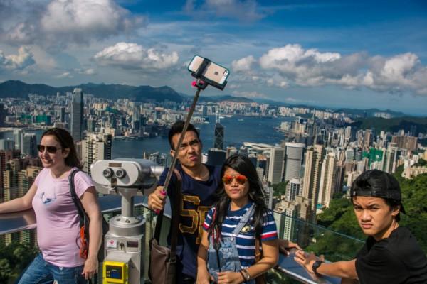 selfie-pole-600x400