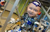 un-robot-enfant-qui-fait-froid-d